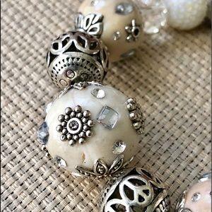 Jewelry - ✨NEW✨Creamy Snow White & Silver Bracelet